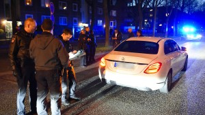 Schüsse bei Autokorsos