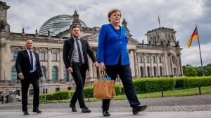 Merkel pocht auf Parität