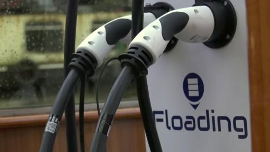 E-Boote auf Amsterdams Grachten