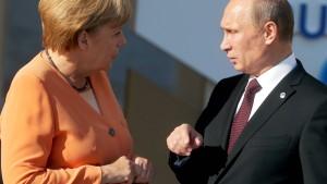 Merkel fordert Putin zu Gespräch und Verständigung auf