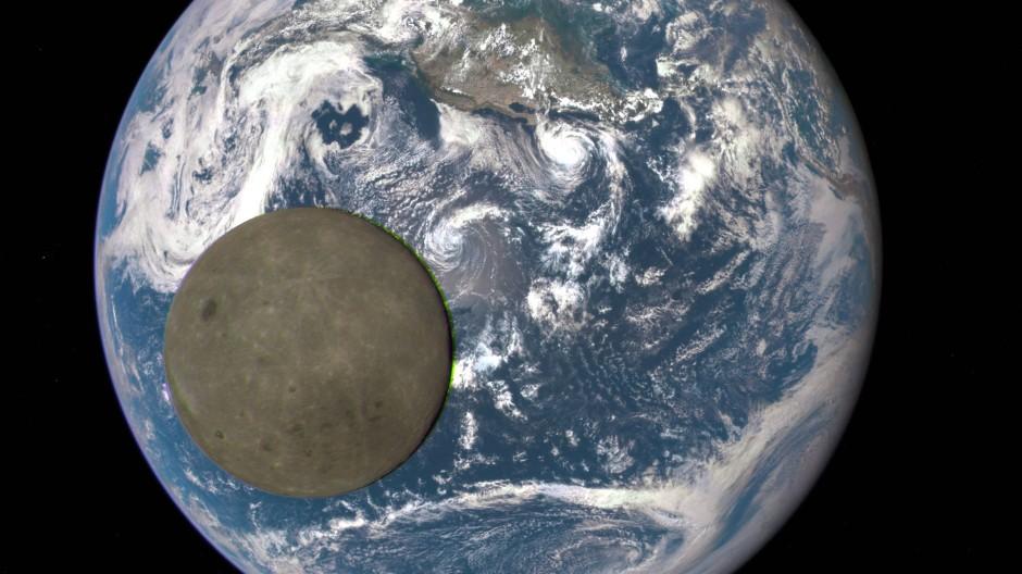 Seltener Anblick: die Mondrückseite. Die Nasa-Aufnahme vom 16. Juli 2015 stammt vom Deep Space Climate Observatory, einem Satelliten in rund 1,6 Millionen Kilometer Entfernung zur Erde.