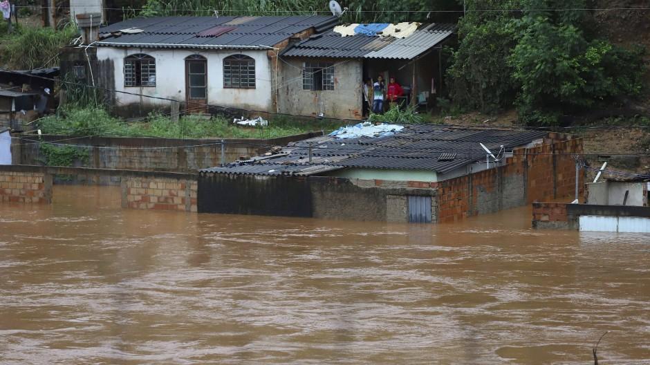 Bei den Überschwemmungen in Brasilien gelten noch immer über ein Dutzend Menschen als vermisst.