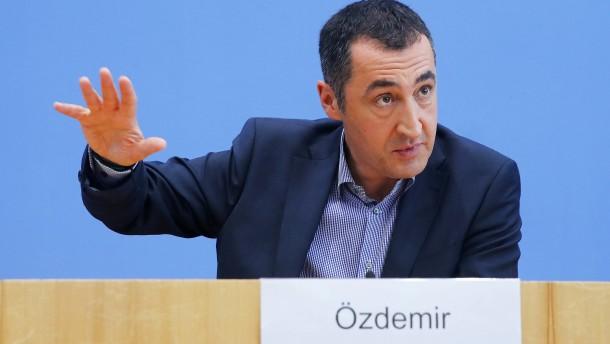 Özdemir warnt vor roten Linien