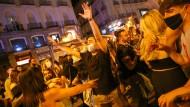 An der Puerta del Sol in Madrid wurde das Ende des Notstands ausgelassen gefeiert.