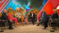 Sandra Maischberger und ihre Gäste in der Jahresrückblick-Sendung am Mittwochabend.