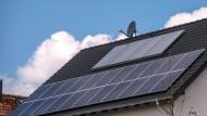 Mit Solarpanelen bedecktes Haus