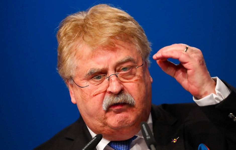 Der Europaabgeordnete Elmar Brok (CDU) warnt vor einer Eskalation des Katalonien-Konflikts.