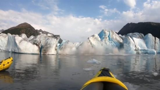 Kanufahrer werden von Gletscherabbruch überrascht