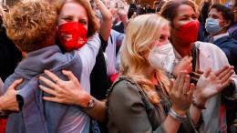 Erste Hochrechnungen: SPD knapp vor Union