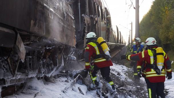 ICE-Strecke bleibt nach Brand gesperrt