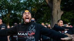 """Neuseeland trauert mit """"Haka"""""""