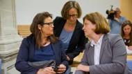 Was ist Eltern zumutbar? Stadtdirektorin Susanne Herrmann (l.) beim Prozess vor dem Verwaltungsgerichtshof