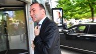 Manfred Weber auf dem Weg in die Münchner CSU-Zentrale