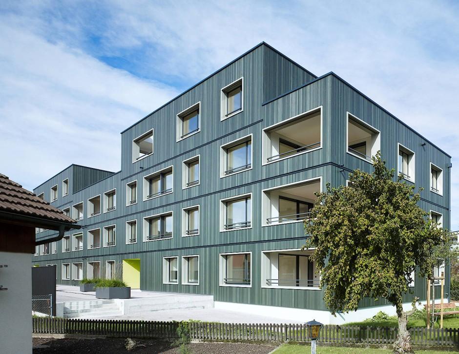 """Ein in der Studie untersuchtes Beispielgebäude: Im """"Neubau hybrid"""" wird es im Sommer heißer als in massiv gebauten Häusern."""