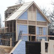 Sind Häuser schon zu teuer? Diese sind auf jeden Fall wenig wert: Kulissenbau für die Störtebecker-Festspiele.