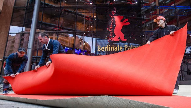 Roter Teppich der 70. Berlinale wird ausgerollt