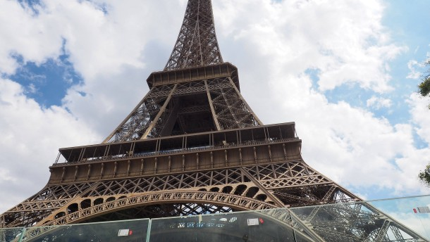 Eiffelturm in Streit um Warteschlangen geschlossen