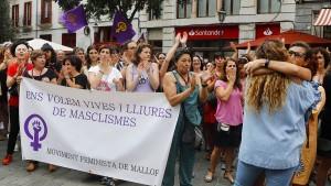 Hunderte protestieren nach Gruppenvergewaltigung