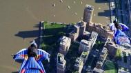 Wingsuit-Quartett düst über Manhattan
