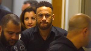 Neymar sagt vor Polizei aus