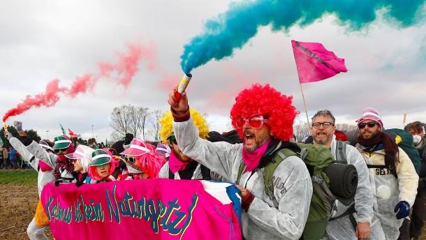 5000 Aktivisten protestieren gegen Kohle