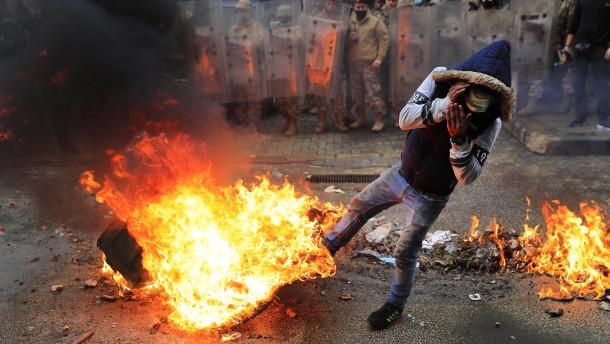 Not und Wut treiben die Libanesen auf die Straße