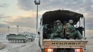 2013 eroberten IS-Terroristen die Stadt Falludscha im Irak. Nach der Befreiung soll die Bevölkerung in ihre Heimat zurückkehren können.