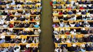 Studenten in einem Hörsaal der Humbolt-Universität in Berlin
