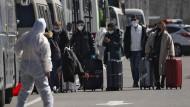 Reisende in Peking: China stellt Neuankömmlinge unter Quarantäne.
