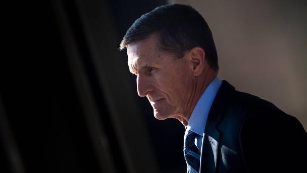 Früherer Trump-Berater will Geständnis zurückziehen