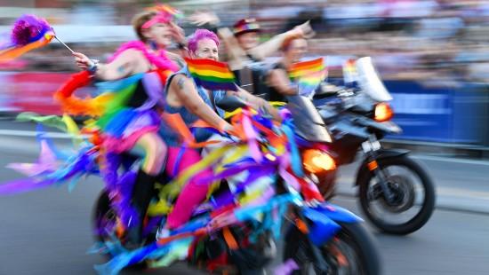 Sydney feiert farbenfrohes Mardi Gras-Spektakel
