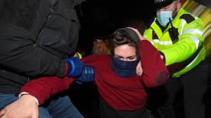 """Polizeieinsatz bei Sarah-Everard-Mahnwache """"angemessen"""""""