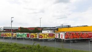 Logistikzentrum an der Autobahnabfahrt