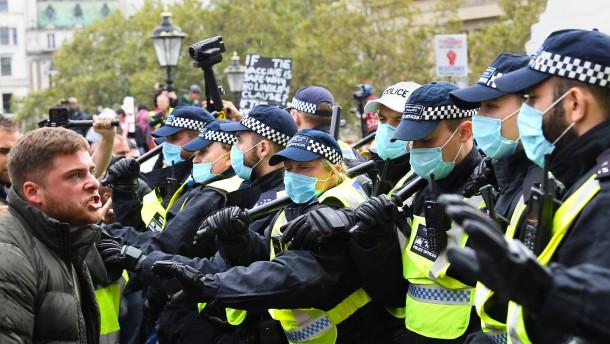 Demo in London wird aufgelöst – Polizisten verletzt