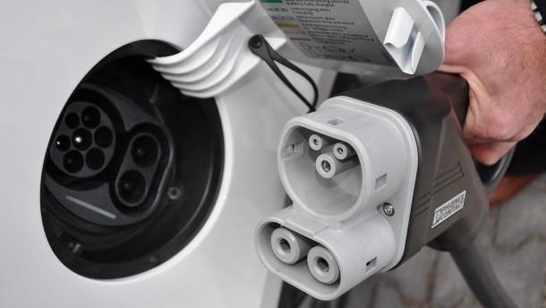 Seehofer will die Kaufprämie für Elektroautos