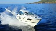 Luftkissenboot: Mit ihrem neu konzipierten Stufenrumpf soll die Gran Turismo 40 sparsamer gleiten.