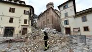 Drohnenvideo zeigt Zerstörung nach Erdbeben
