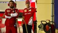 Betretene Mienen: Die Probleme mit der Antriebsquelle des Ferrari lassen Sebastian Vettel nicht gerade voller Optimismus auf die nächsten Rennen schauen.