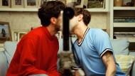 Der entscheidende Moment bleibt verborgen durch die Kamera im Film: Matthias (Gabriel d'Almeida Freitas, links) und Maxime (Xavier Dolan).
