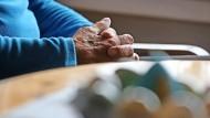 Manche ältere Menschen möchten sich die Option zum Suizid offenhalten.