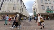 Werden ein Handelsriese: Filialen von Kaufhof und Karstadt in Trier