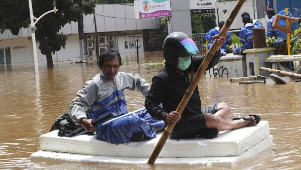 Heftige Überschwemmungen in Jakarta