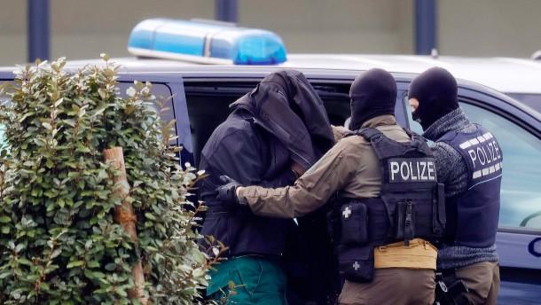Alle zwölf Terrorverdächtige kommen in Untersuchungshaft