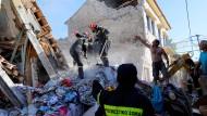 Frau stirbt bei Erdbeben