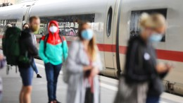 Bahn verbietet Maskenverweigerern die Zugfahrt