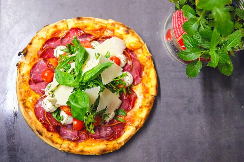 """So sieht eine Siegerin aus: Die beste Pizza der Stadt gibt es im """"Giulio""""."""
