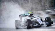 Freie Fahrt sieht anders aus: Nico Rosberg versucht im Starkregen die Übersicht zu behalten.