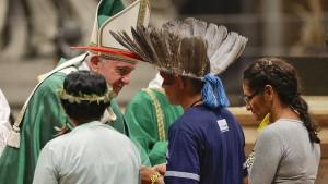 Bischöfe empfehlen in Ausnahmefällen Priesterweihe von Verheirateten