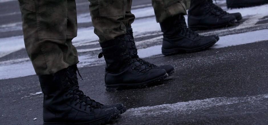 Militarisiertes Ballett: Die Kadetten exerzieren den synchronen Paradeschritt.