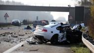 Ein Bild der Verwüstung hat der weiße Wagen des Geisterfahrers verursacht